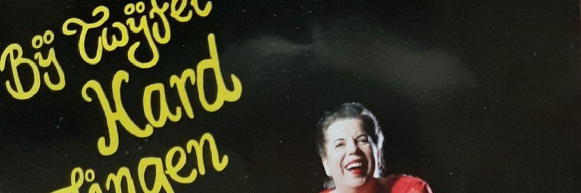 Recensie: Bij twijfel hard zingen, Francis van Broekhuizen. | bij twijfel hard zingen | francis van broekhuizen | dramatische sopraan | klassieke muziek | klassiek in theater | recensie