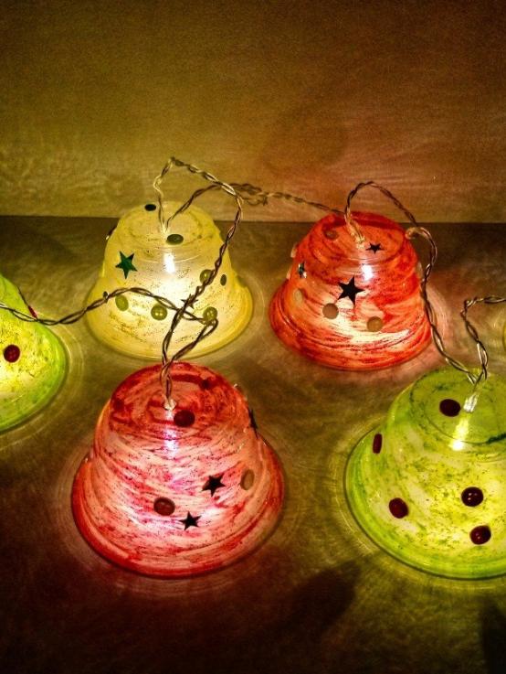 Kerstlichtjes knutselen van plastic d.m.v. hergebruik » Crea met kids