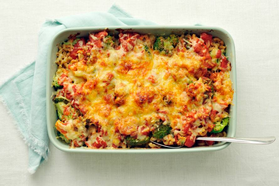 Macaroni-broccolischotel uit de oven. - Recept - Allerhande - Albert Heijn
