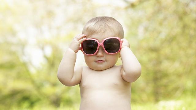 Oogarts: 'Goedkope zonnebril beschermt net zo goed als dure merkbril'