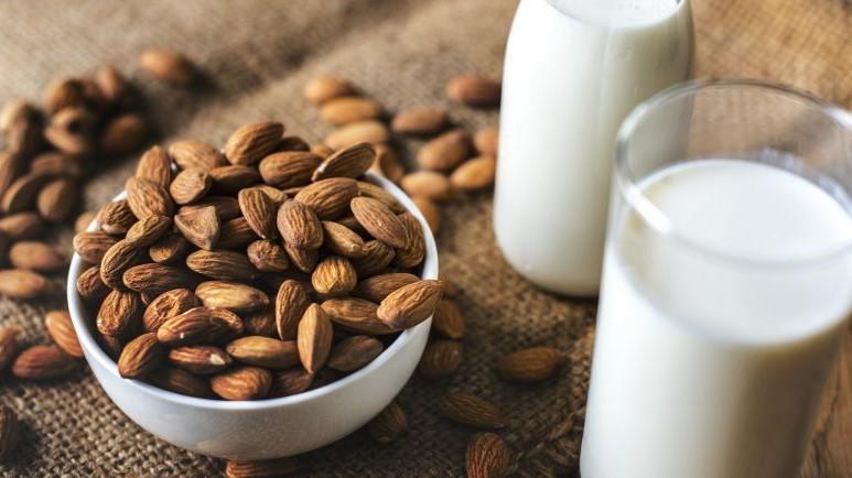 Amandelmelk is gezond maar wat kan dit voor je gezondheid betekenen?