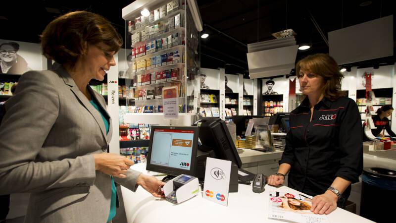 Minister Hoekstra: belangrijk dat winkels cash geld blijven accepteren
