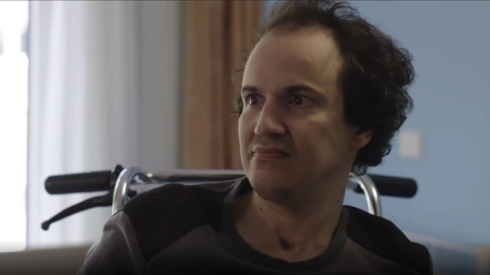 Verlamde Richard (37) kan door slaapmiddel weer even praten en bewegen    RTL Nieuws
