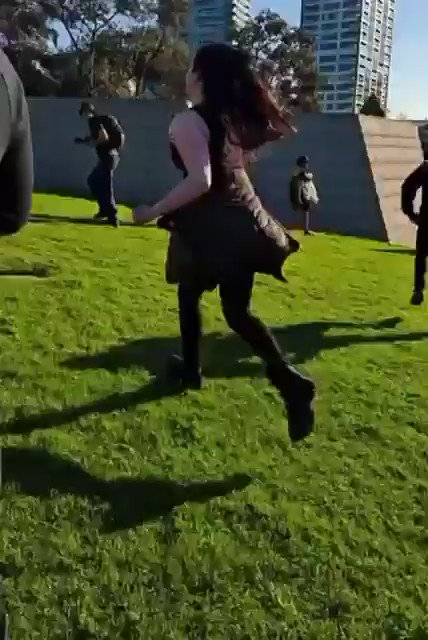 """STOPCOMMONPASS.ORG ❌ auf Twitter: """"?? #Australia: Police open fire with rubber bullets on *women & children* at the #Victoria Shrine of Rememberance. Where are the Human Rights lawyers, what are the UN General Assembly saying to condemn these senseless acts of violence by the State against citizens.… https://t.co/uvRPL8mOWl"""""""